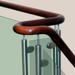 Schody drewniane ze szklanyn wypełnieniem balustrady